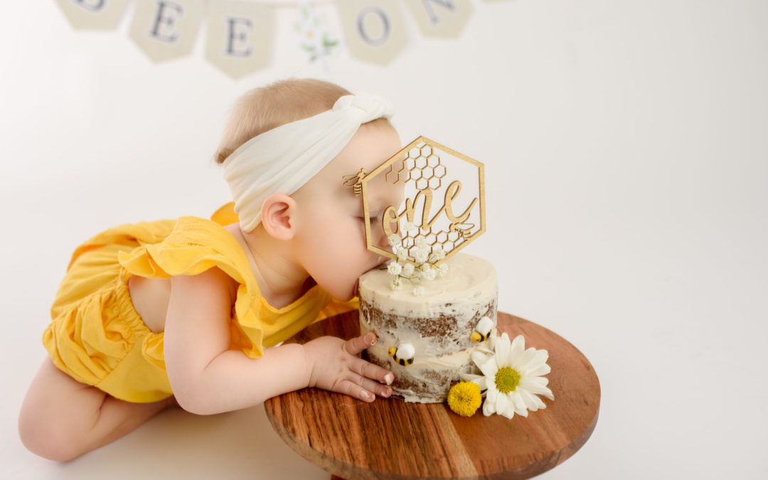 Finleigh's Sweet to Bee One Cake Smash